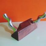 Escultura Queimada | Altura: 60 cm | Largura: 50 cm | Profundidade: 35 cm | Material: Dormente e aço inox