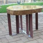 Mesa de centro com pé de inox e aço corten, alumínio fundido - Altura: 45 cm | Diâmetro : 50 cm | Material: Inox , madeira alumínio fundido e aço corten