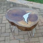 Mesa de centro com pé de inox e alumínio fundido - Altura: 45 cm | Diâmetro : 50 cm | Material: Inox , madeira alumínio fundido